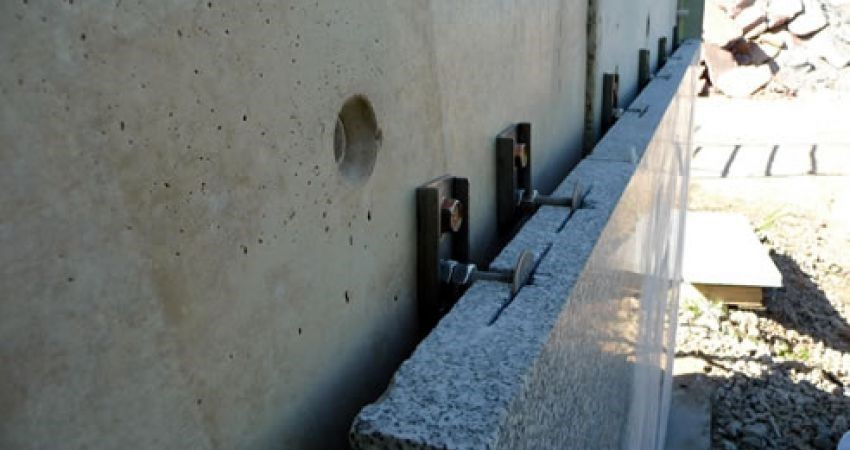Difference Between Wet and Dry Installation of Natural Stone